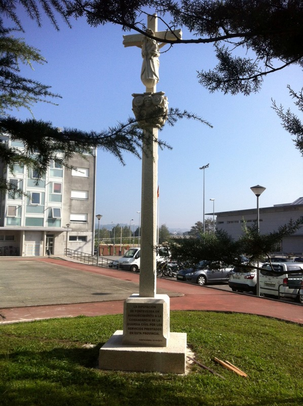 Instalación del crucero en homenaje a la Guardia Civil de Pontevedra
